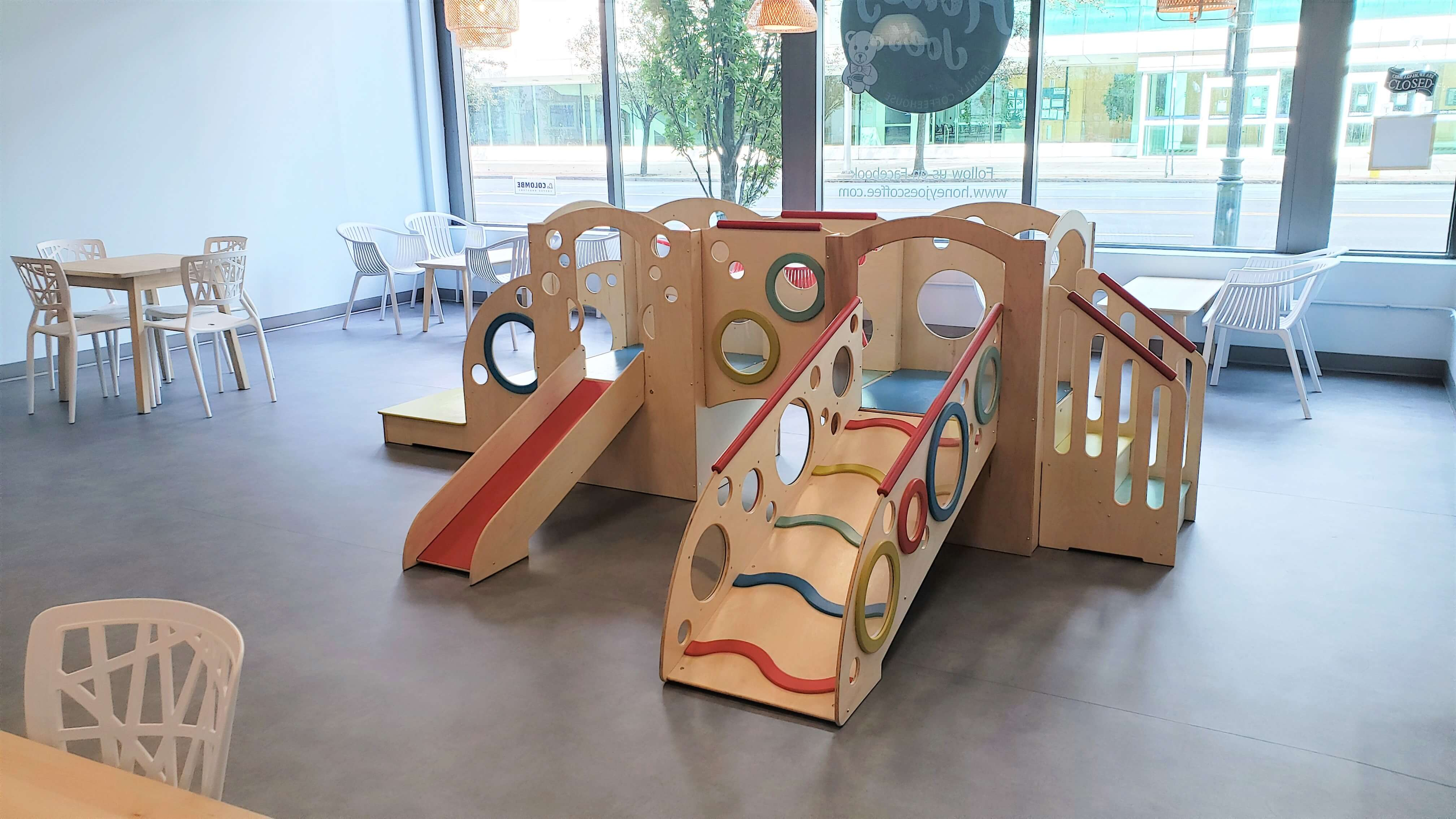 Crawler and early walker play structure
